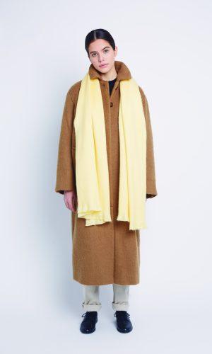 alpaca-loca-sjaal-soft-yellow-alpaca-wol