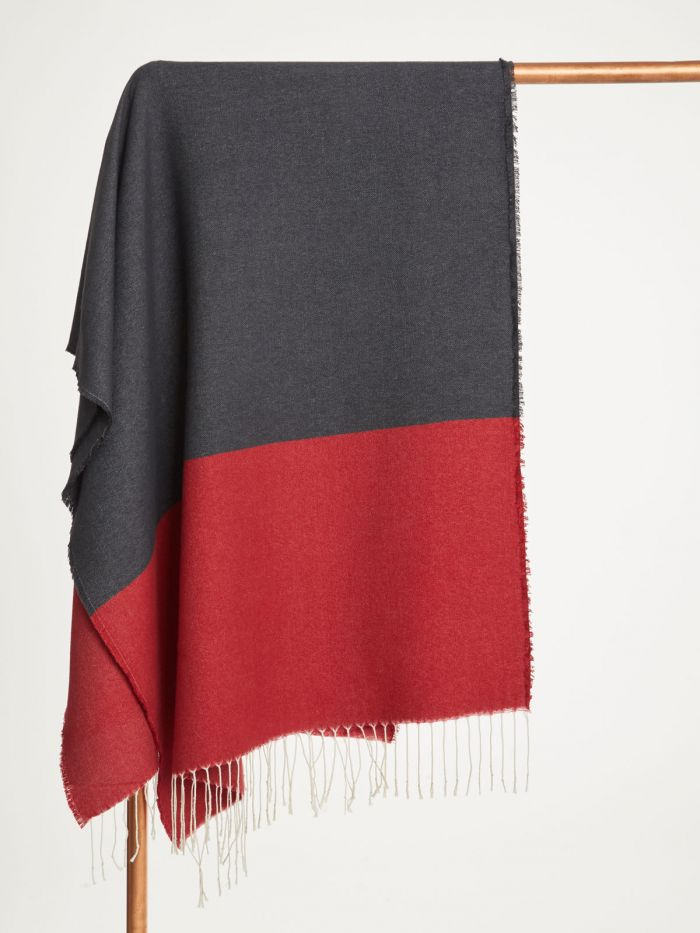 wac4564-redcurrant–red-linnear-recycled-polyester-colour-block-scarf–2
