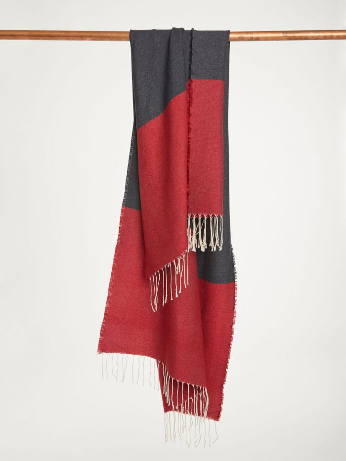 wac4564-redcurrant–red-linnear-recycled-polyester-colour-block-scarf–5