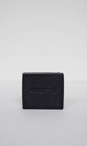 zeeplokaal-zwarte-actieve-kool-tea-tree-zeep-zonder-label-900x1200