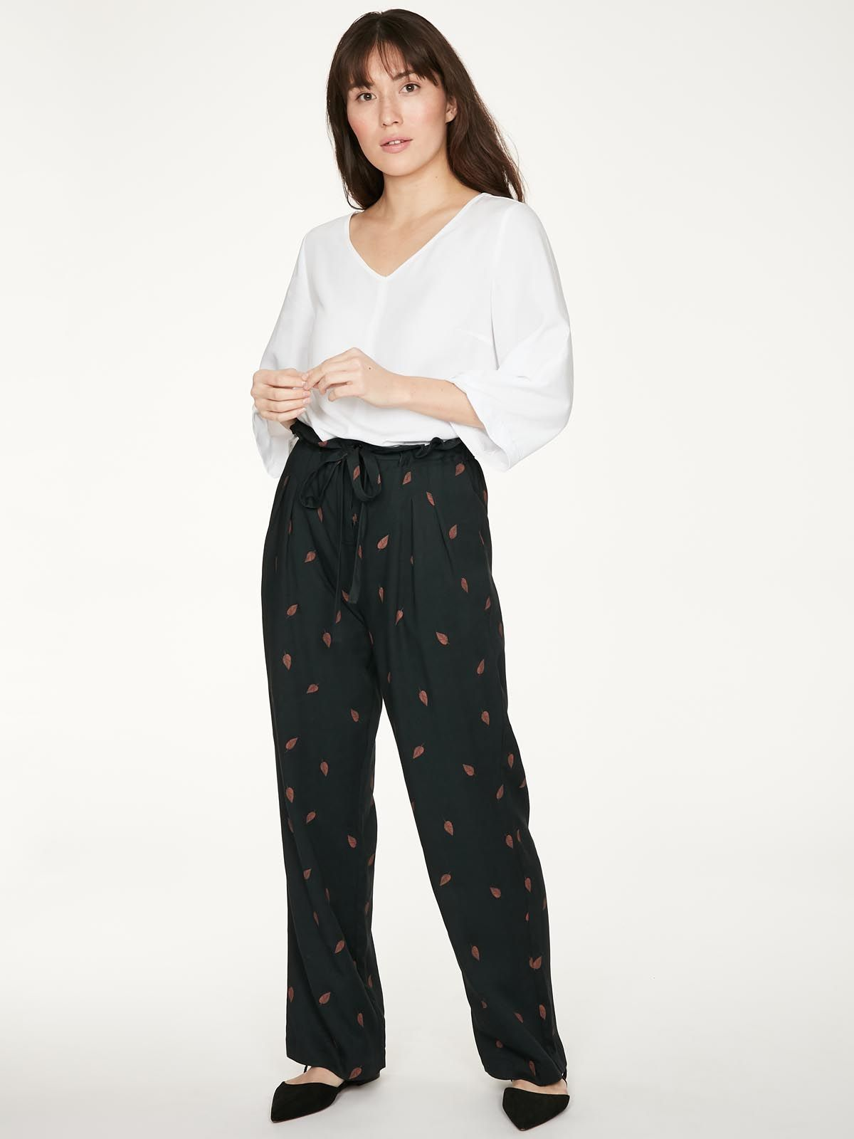 wwb4993-midnight-navy–rosamund-paperbag-trousers-in-midnight-navy-bamboo–7(2)