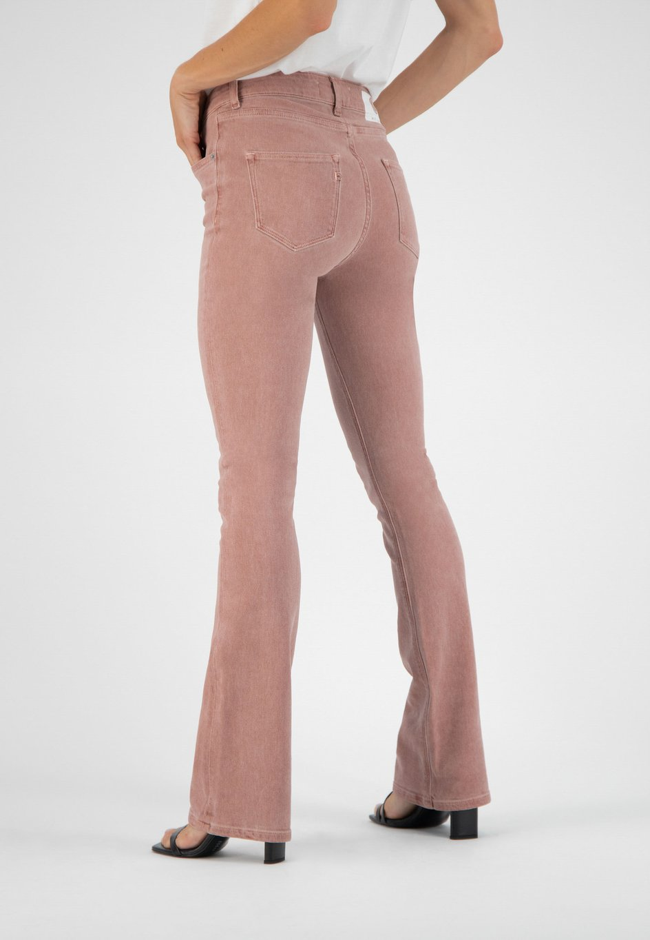 Woman-Eco-Jeans-Flared-Hazen-Terra-Halfback_473x682@2x