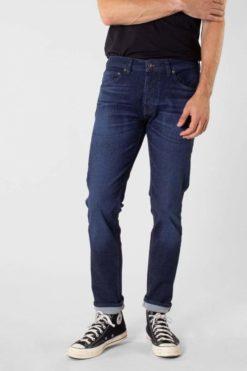 kuyichi-jamie-slim-worn-in-blue-jeans